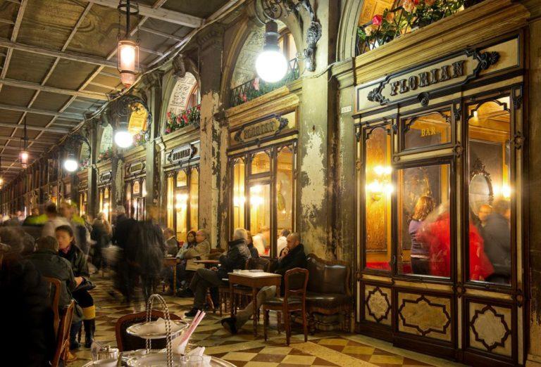 Il Florian di Venezia: dal 1720 il caffè più storico d'Italia è nella città lagunare